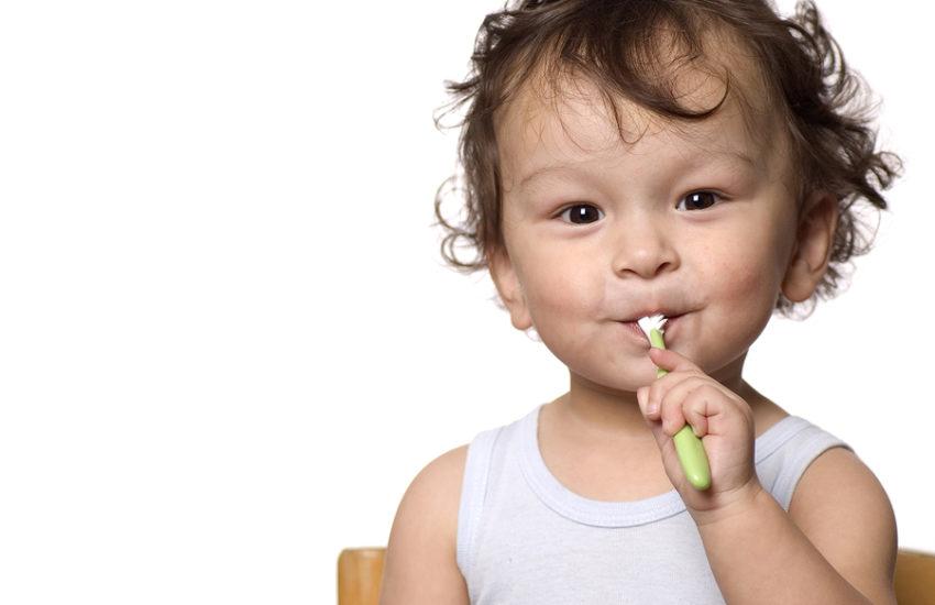Zahnpflege bei Kleinkind