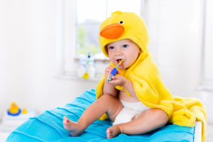 Zähne putzen bei Babys